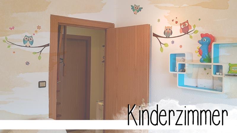 9qm Kinderzimmer sind nicht groß, aber mit etwas Planung lässt sich alles unterbringen, was nötig ist. Plus ein wenig Spielzeug.