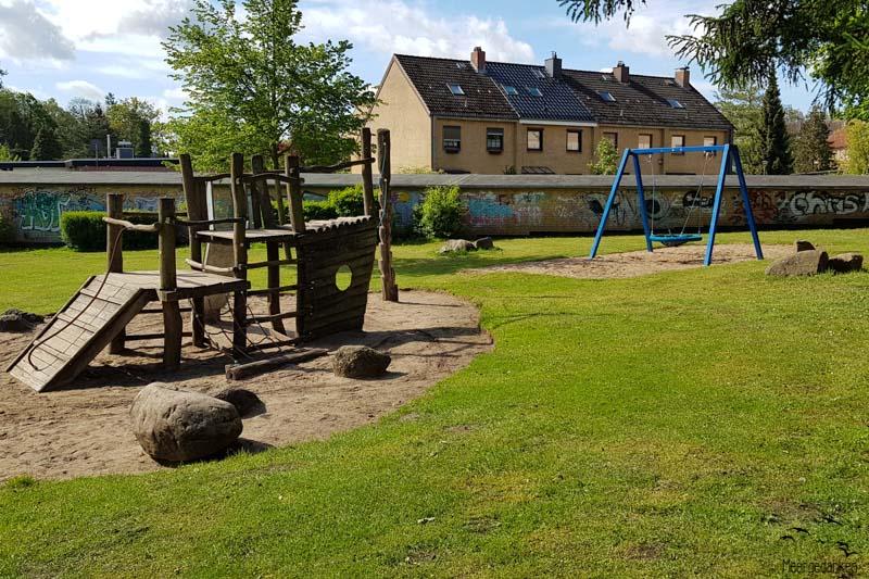 Spielplatz hinter der Berufsschule in Bad Schwartau