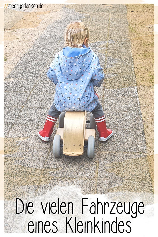 Vom Kinderwagen, über Laufrad und Scooter bis hin zum Fahrrad - ein Kleinkind sammelt schnell einen beachtlichen Fuhrpark an. Aber jedes Fahrzeug macht Spaß.